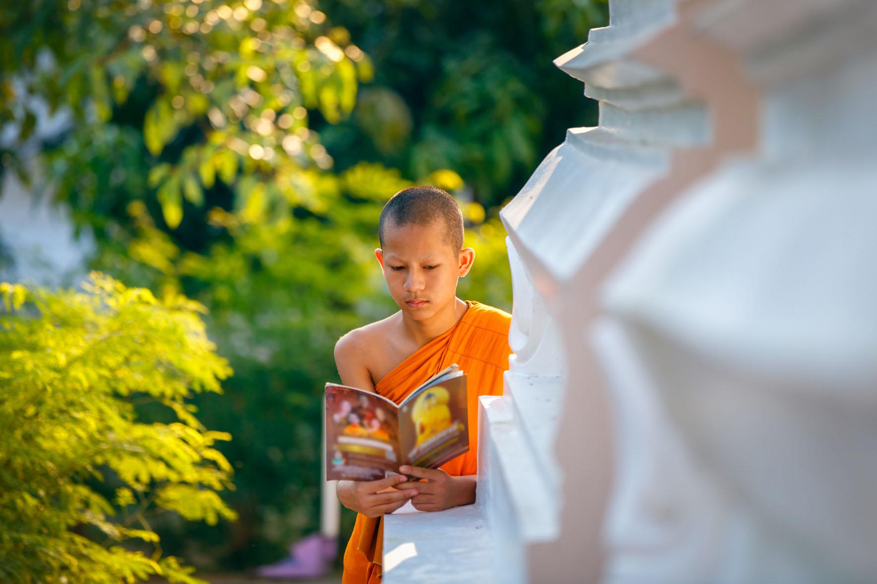 Entre Oriente y Occidente. Meditación en las aulas